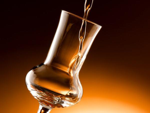 Consegna-di-bottiglie-di-grappe-e-gin-sassuolo