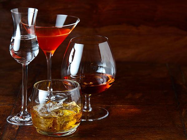 Vasta-gamma-di-liquori-e-distillati